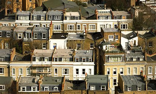 Британские пенсионеры помогают приобрести жилье своим детям
