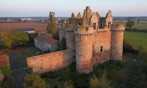 Французский замок Ebaupinay хотят реализовать за низкую цену