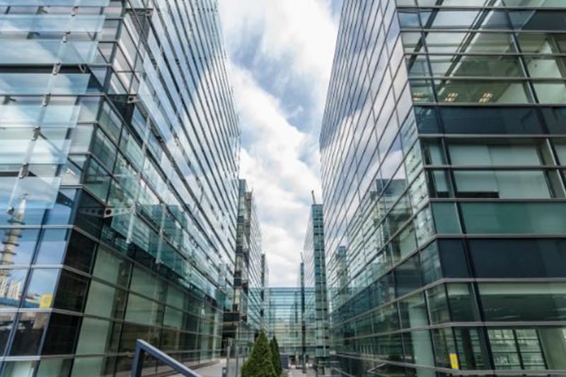 Barings покупает деловые здания в Испании