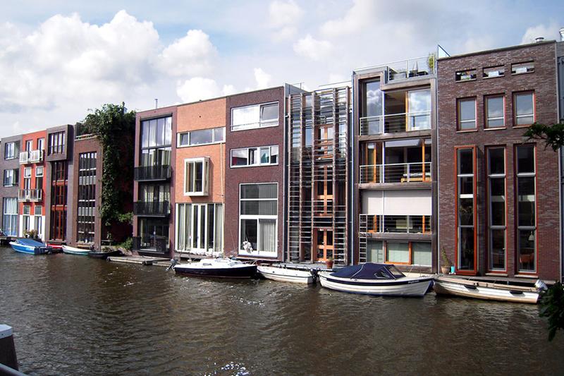 AEW инвестирует в голландскую недвижимость