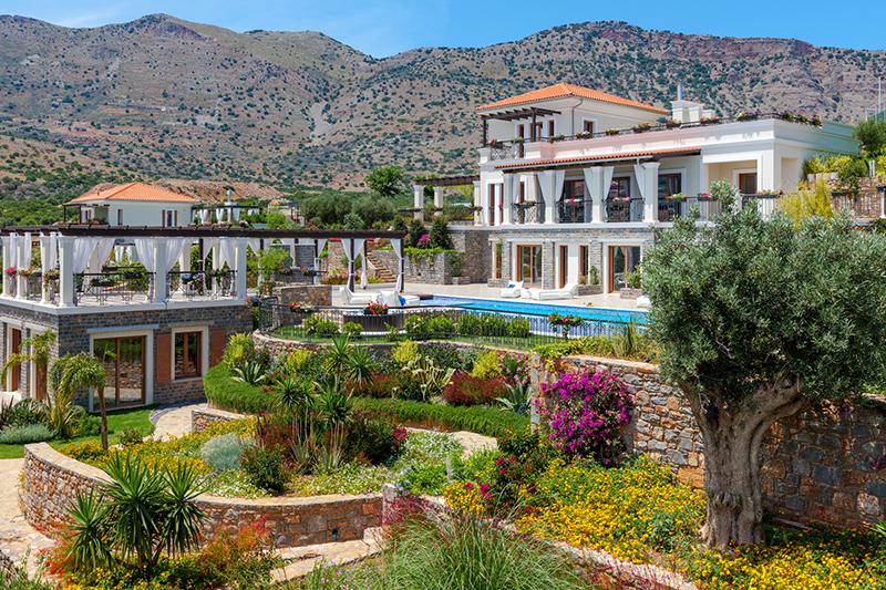 Туристы благоприятно влияют на греческий рынок объектов