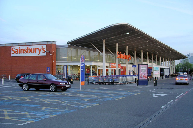 British Land продает дюжину магазинов вБритании