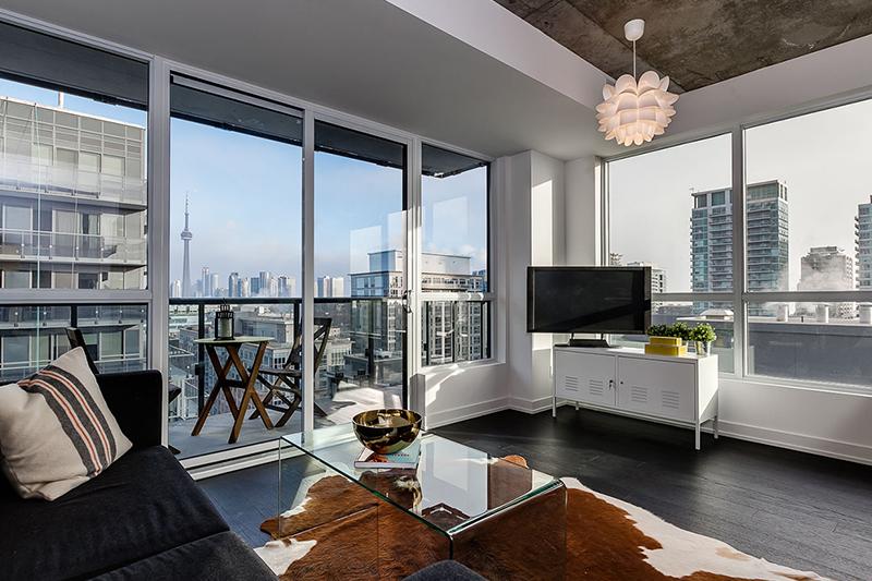 Недвижимость Канады: продажи жилья в Торонто упали на 76%