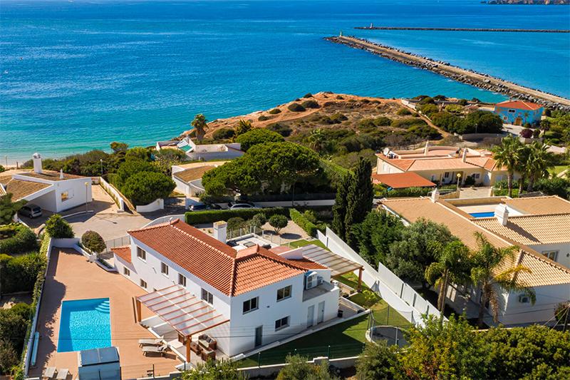В Португалии существенно снизилось количество выданных «золотых виз»
