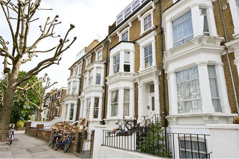 Рынок жилья Великобритании продолжает улучшаться