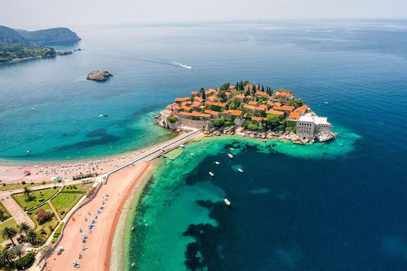 Черногория упрощает въезд для иностранных туристов