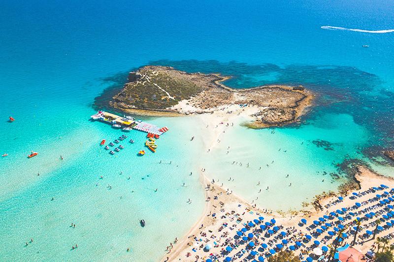 Коронавирусные ограничения на Кипре постепенно ослабляются