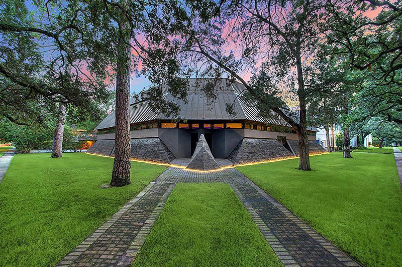 Похожий наДарта Вейдера футуристический дом можно купить вТехасе